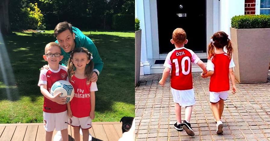 Momen Ozil undang fan cilik yang sakit ke rumahnya, menyentuh