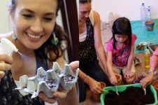 Cara kreatif berkebun pakai barang bekas ala Nadine Chandrawinata