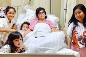 Temani sang ibu yang sakit, aksi anak Ussy Sulistyawati gemesin