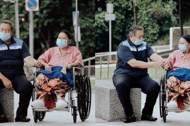 7 Potret bahagia Ani Yudhoyono jalan bareng cucu di sela perawatan