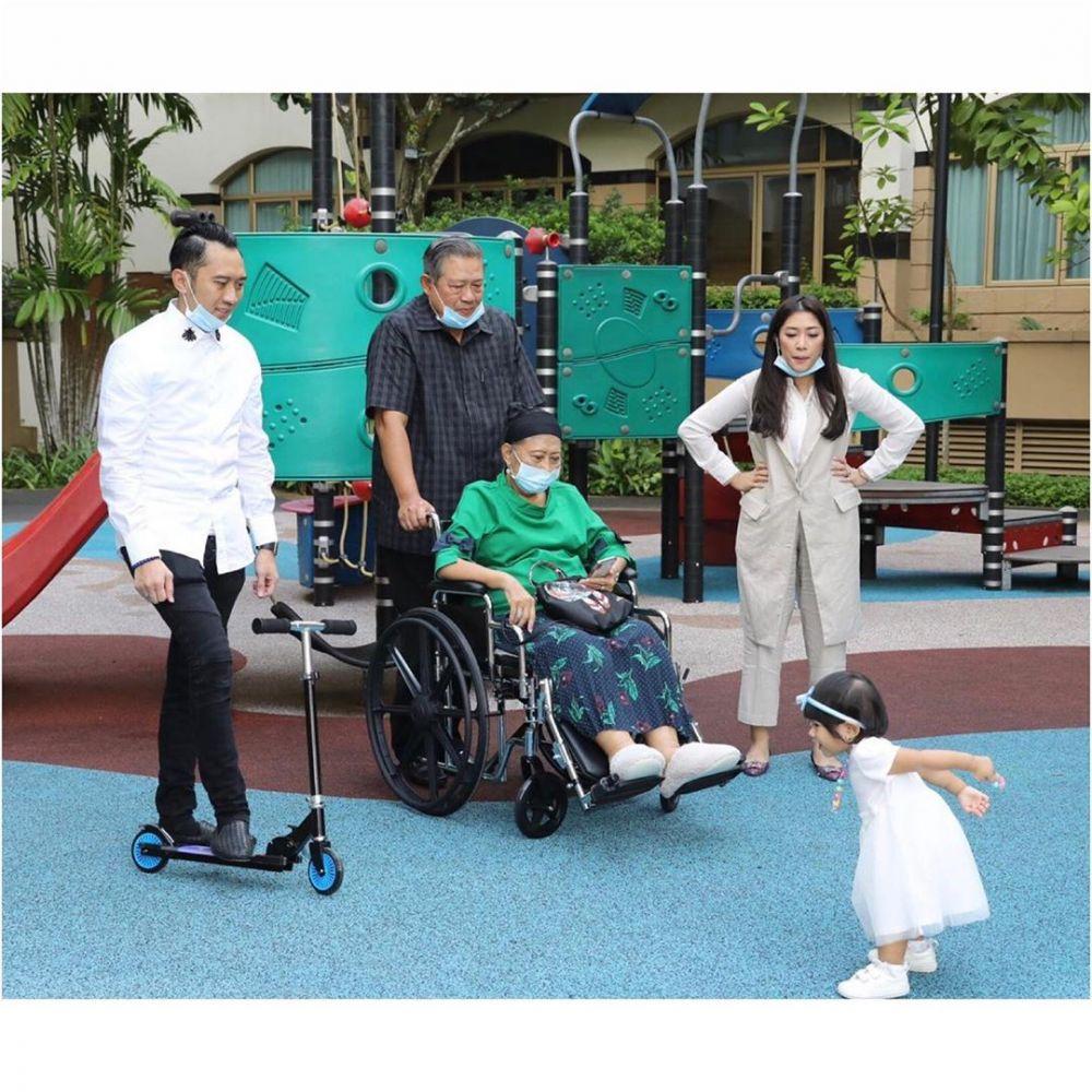 Potret bahagia Ani Yudhoyono jalan bareng cucu  istimewa