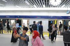 Viral pekerja proyek MRT ganteng, warna matanya bikin salah fokus