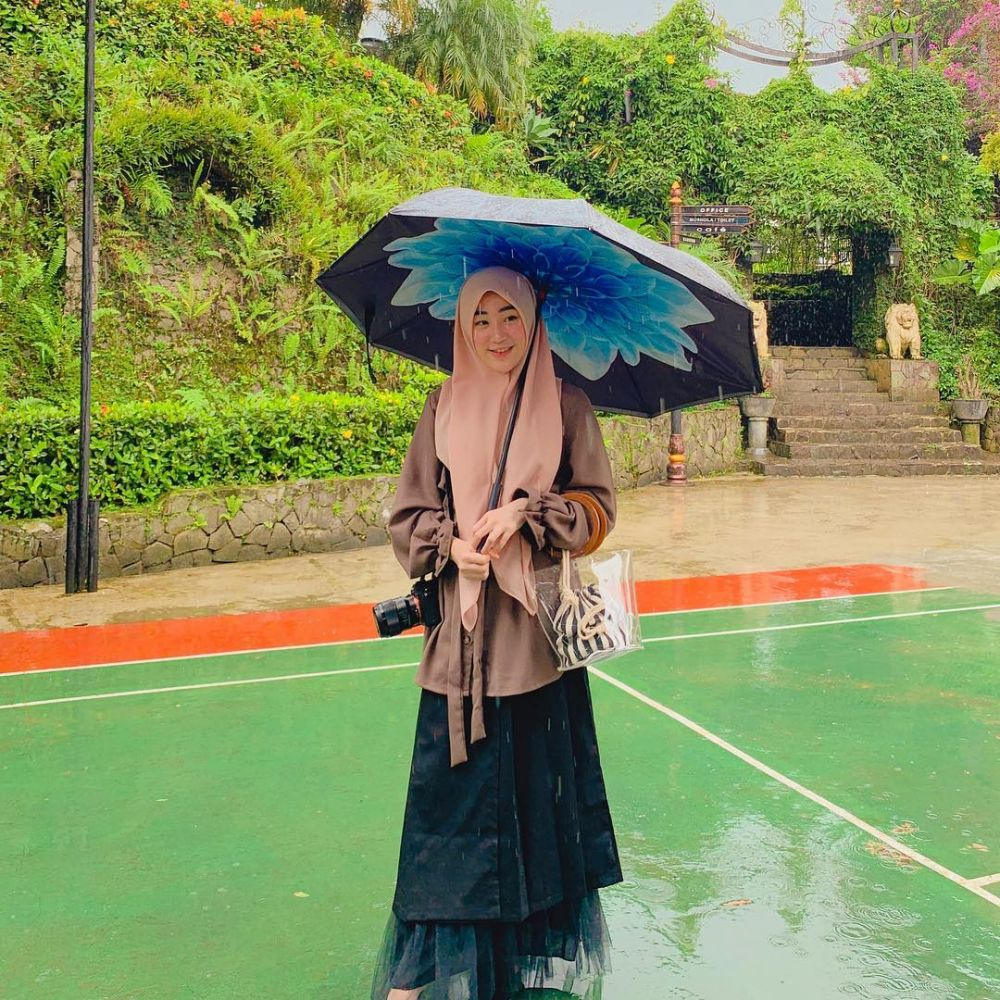 outfit syar'i Larissa Chou © 2019 Instagram