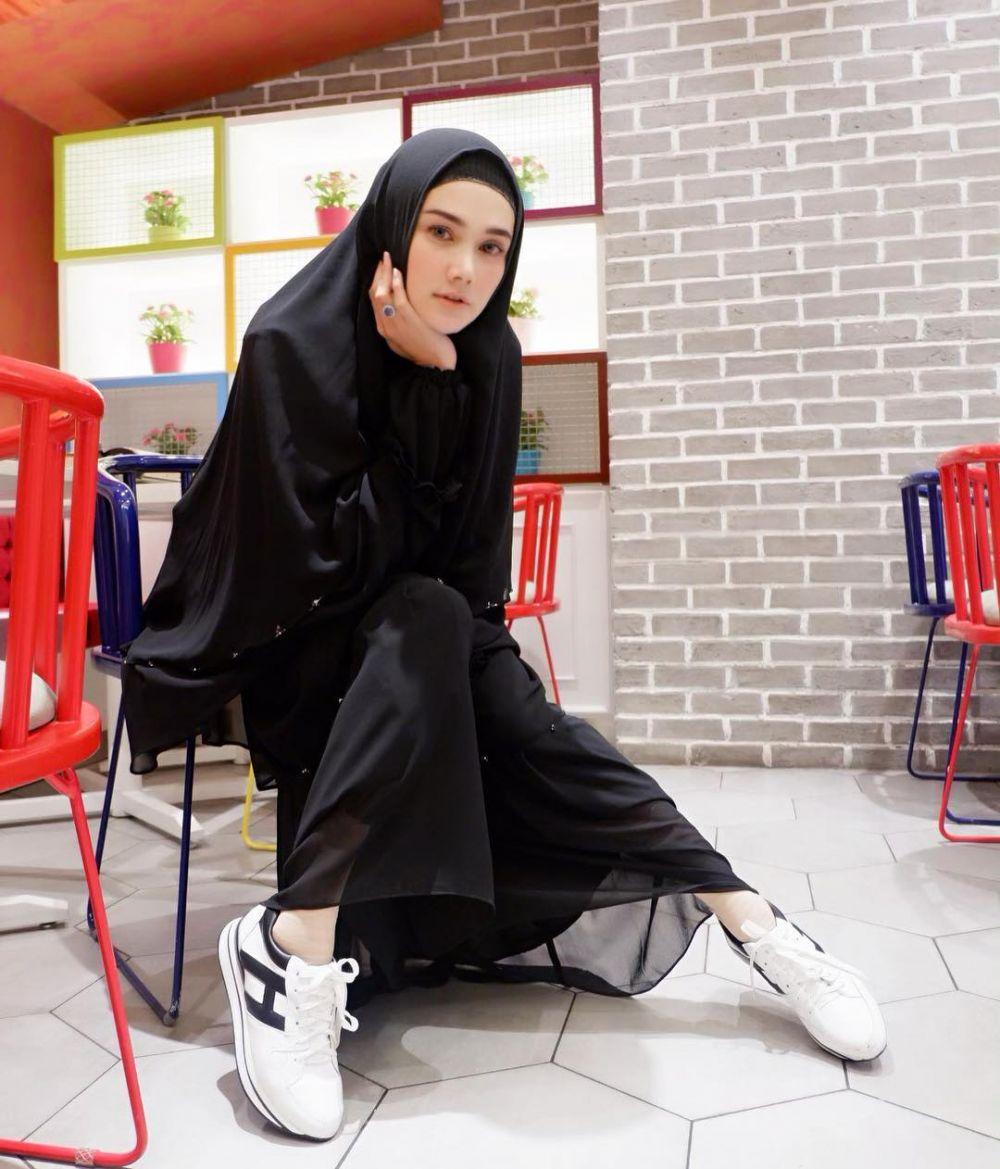 seleb tampil hijab syar'i © 2019 Instagram