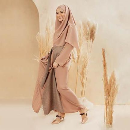 Makin memesona, 17 seleb ini mantap tampil dengan hijab syar'i