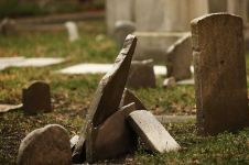 Kisah haru pria meninggal di makam istri dan anaknya