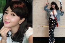 6 Pesona Dewi Perssik berambut sebahu, terlihat lebih muda