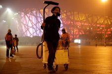 Keren, pria ini ubah debu polusi jadi batu bata