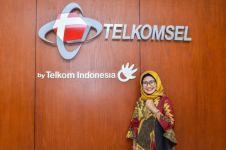 Perempuan ini didapuk menjadi orang nomor satu di Telkomsel, salut deh