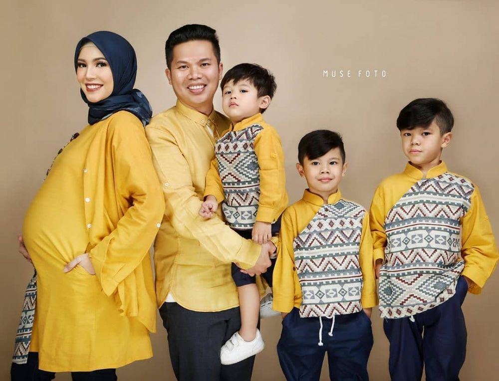 Inspirasi seragam keluarga seleb  © 2019 brilio.net