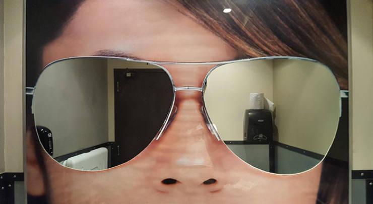 bentuk absurd cermin di kamar mandi © izismile.com