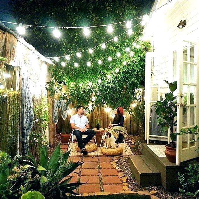 Desain Taman Dengan Barang Bekas  15 inspirasi taman belakang rumah ini asri dan cozy