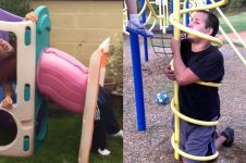 10 Potret orang dewasa terjebak di wahana anak kecil ini bikin ngilu