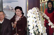 Kerap rapi dan resmi, ini 7 penampilan kasual Ani Yudhoyono