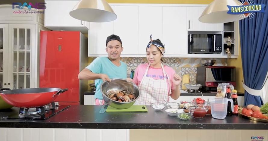 Penampakan dapur rumah 10 seleb Indonesia, punya Memes simpel