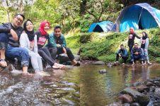 10 Momen liburan Ridwan Kamil dan keluarga, kemah pinggir sungai