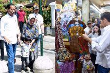 8 Momen seru Jokowi dan Jan Ethes libur Lebaran di pasar tradisional