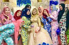 Cewek-cewek ini hadiri pernikahan pakai piyama, 5 potretnya kocak