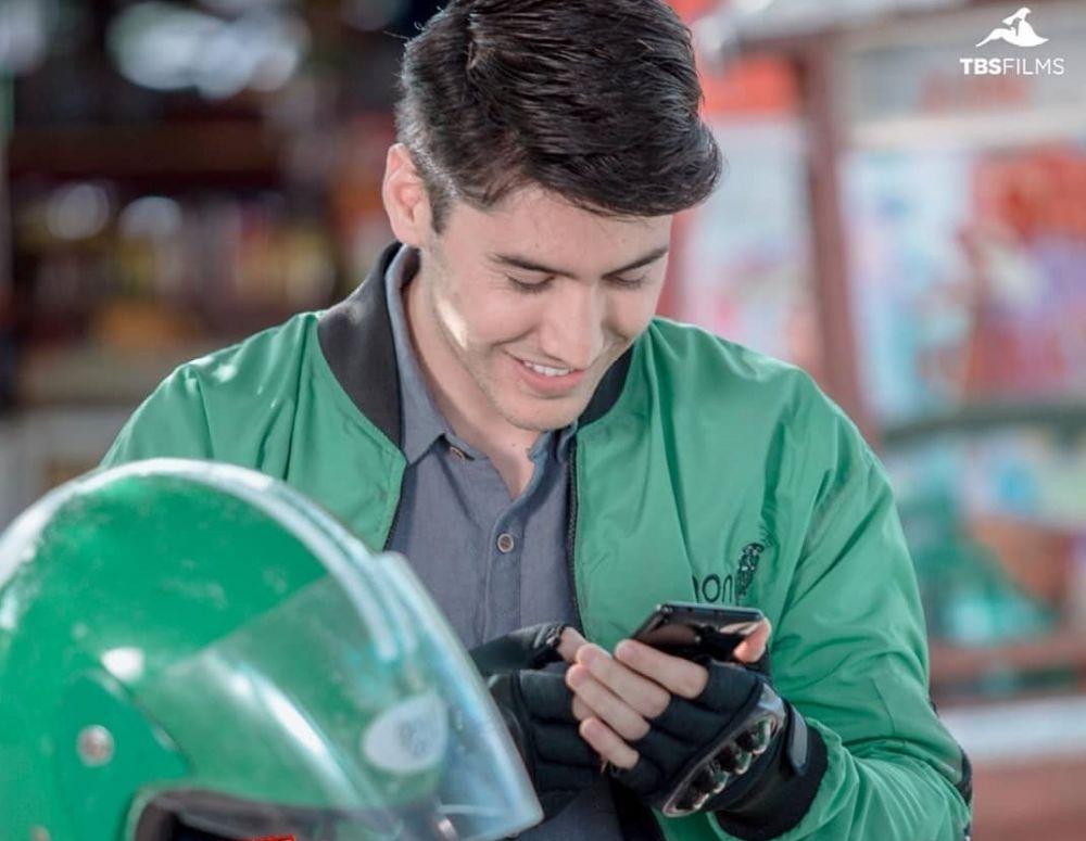 Seleb perankan driver ojek online   © 2019 brilio.net