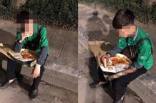 Potret driver ojek online makan orderan yang dicancel, bikin iba