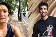 8 Gaya Choi Siwon pakai singlet saat liburan, kerap jadi sorotan