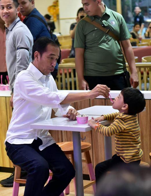 Jokowi suap Jan Ethes es krim © 2019 brilio.net