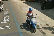 Terekam Google Maps, pemotor ini alami nasib apes karena main HP