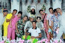 7 Penampilan nyentrik hadiri pesta pernikahan teman, kocak abis