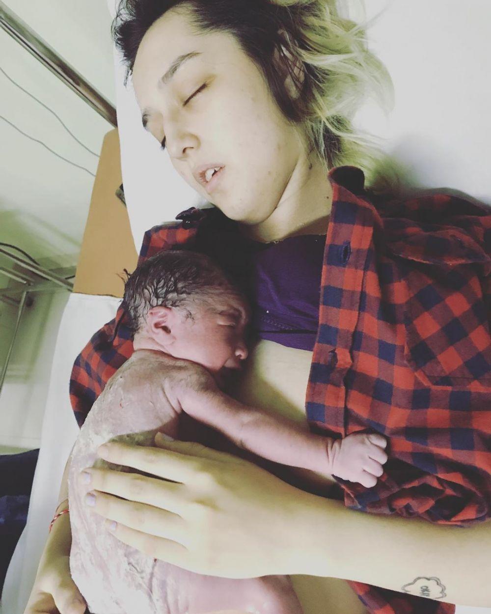 istri reza melahirkan © 2019 brilio.net