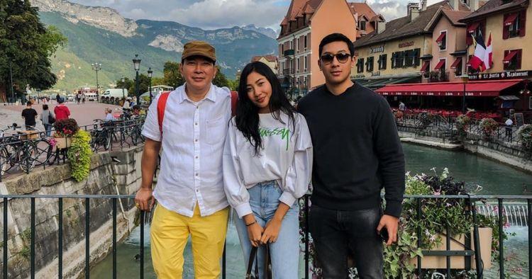 Momen manis Tommy Soeharto & mantan istri dalam wisuda anak di Spanyol