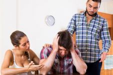 4 Kelakuan nyimpang pasutri, gadai istri hingga pamer hubungan intim