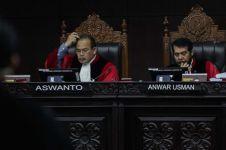 Beri pertanyaan berbelit, kuasa hukum Jokowi ditegur hakim MK