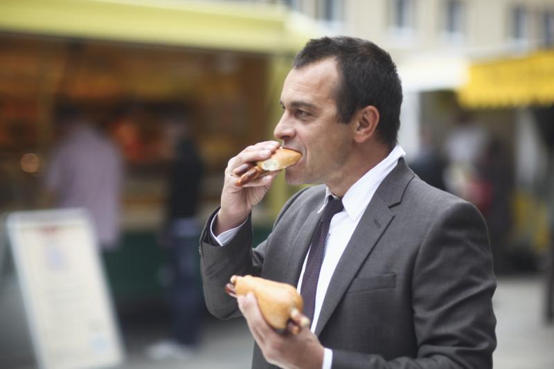 buruk makan berdiri © 2019 Istimewa