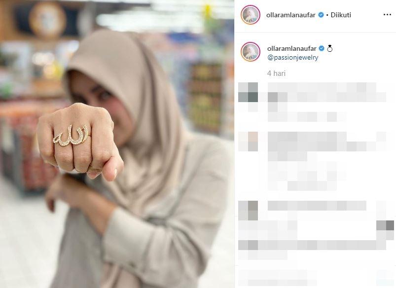 Olla Ramlan pakai cincin berlafaz Allah © 2019 brilio.net