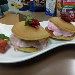 Cara membuat kue dorayaki es krim ala Nicky Tirta, antigagal