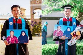 Bapak ibu sudah meninggal, Amir bawa foto keduanya saat wisuda