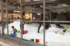 Mal di Jakarta ini hadirkan permainan salju selama libur sekolah