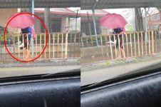 Kisah siswa gendong teman autis saat hujan ini bikin haru