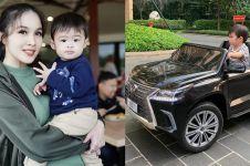Anak Sandra Dewi jalan-jalan pakai mobil-mobilan, harganya fantastis