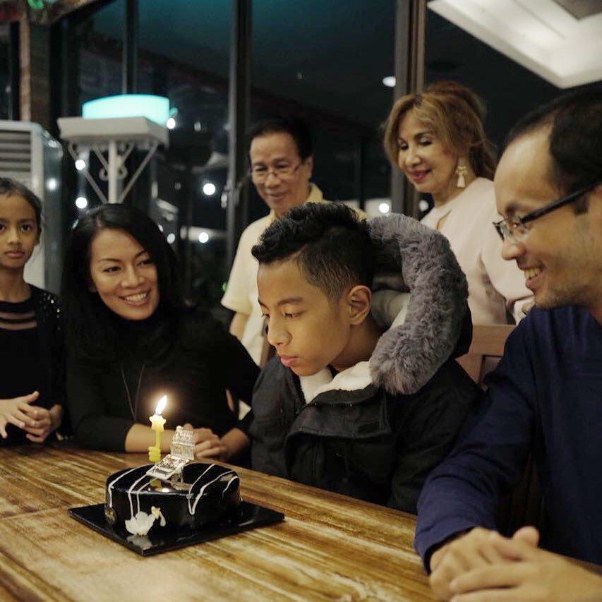Keluarga Dewi Lestari  © 2019 brilio.net
