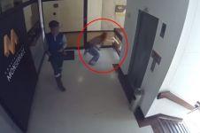 Detik-detik menegangkan ibu tangkap balita terjatuh dari gedung