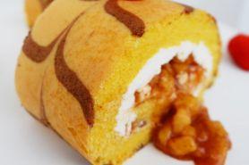 Resep membuat apple roll cake ala Nicky Tirta, mudah dibuat