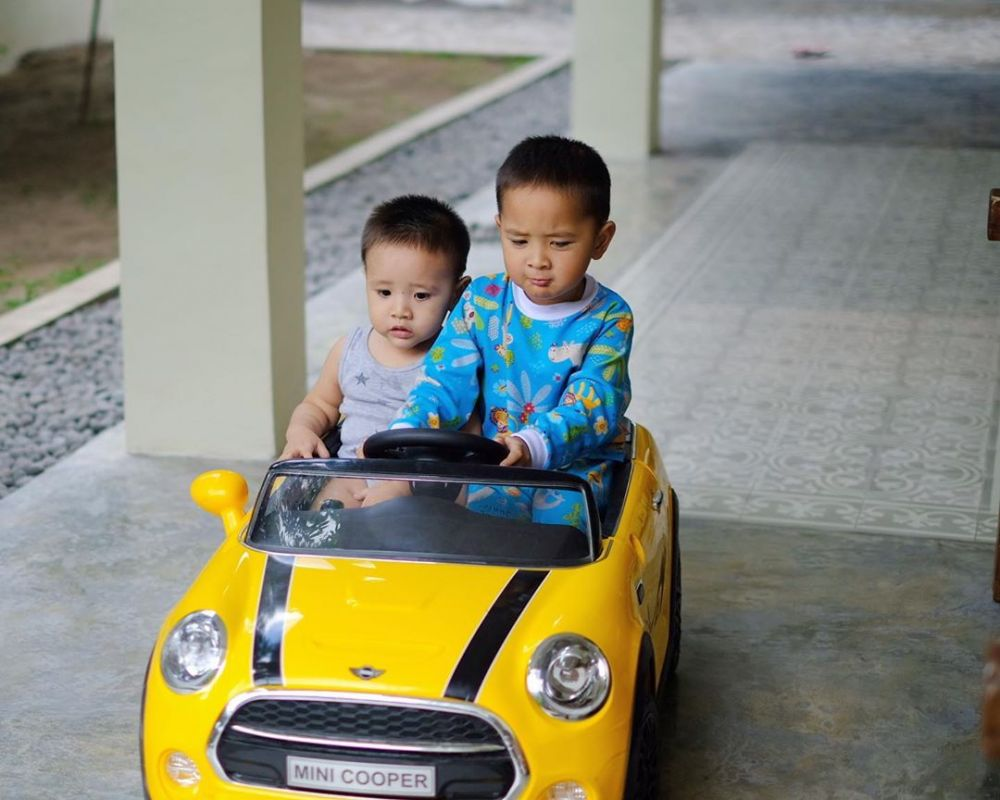 Intip Harga Mobil Mobilan 7 Anak Seleb