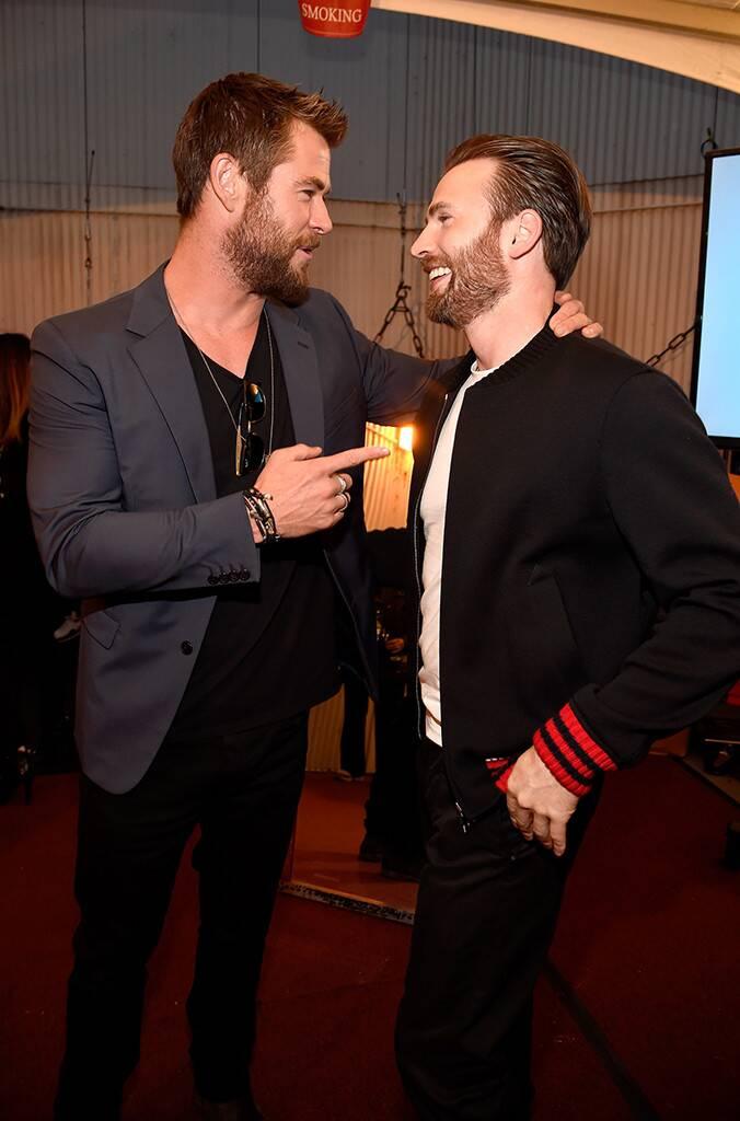 Momen kedekatan Chris Evans dan Chris Hemsworth © 2019 brilio.net