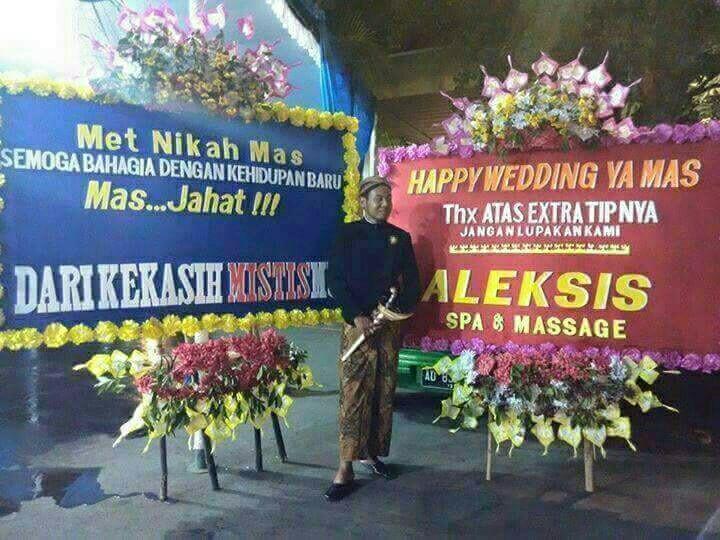 karangan bunga pernikahan kocak © berbagai sumber