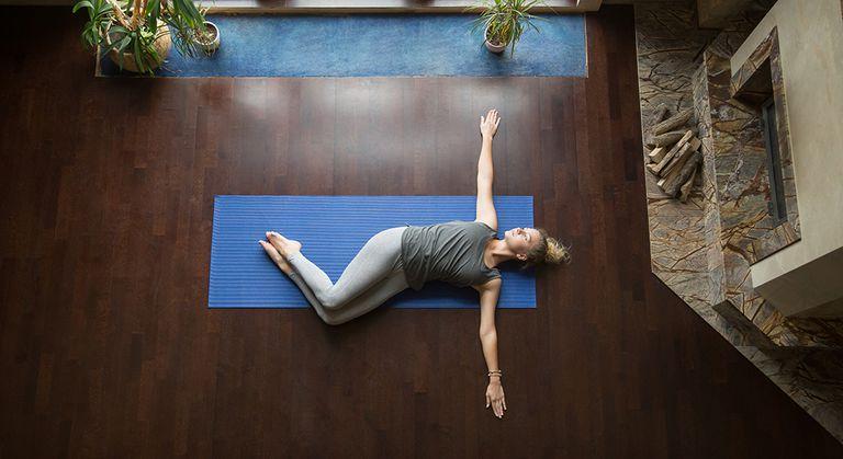 Pose yoga ini bantu atasi kram perut saat haid © 2019 brilio.net