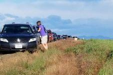 Pakai Google Maps, 100 mobil malah terjebak jalan berlumpur