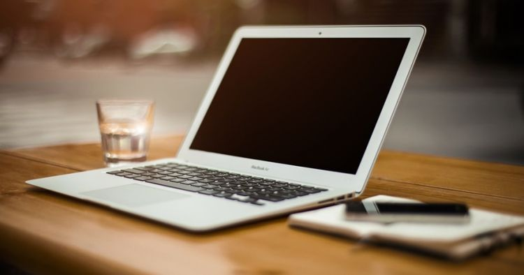 Sebelum reparasi, ini cara mengatasi laptop yang tersiram air