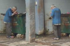 Video pria tua mengais makanan dari tempat sampah ini bikin iba