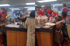 Anak jalanan modal Rp 20 ribu beli ayam, reaksi ibu ini tuai pujian